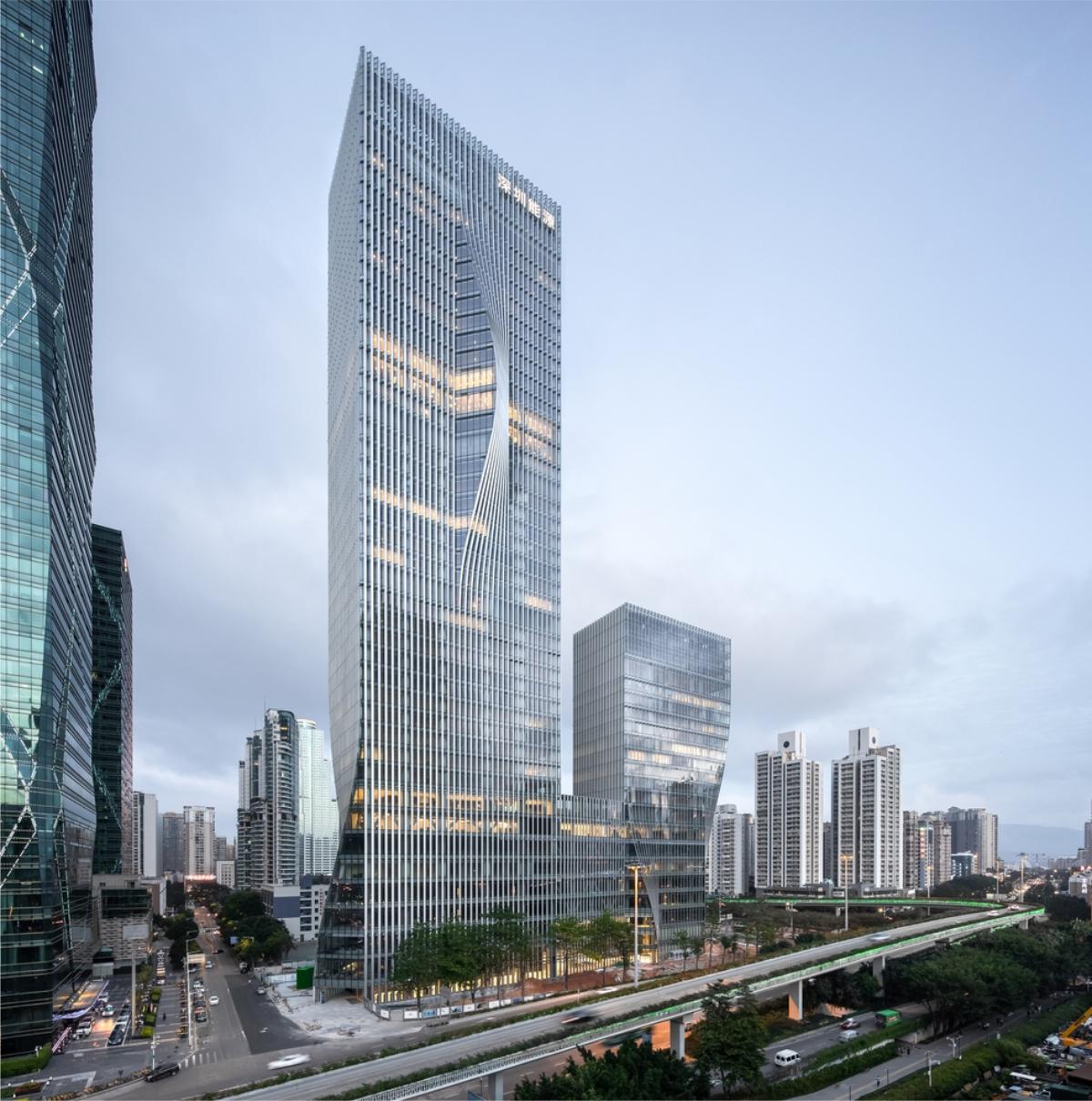 深圳能源楼顶发光字工程案例