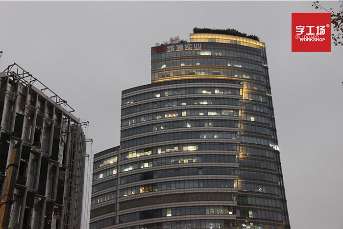 大厦标识对光源有3点要求